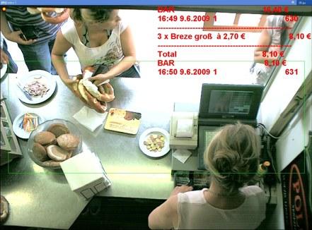 Im Biergarten werden die Kassiervorgänge an der Registrierkasse live in das Kamerabild eingeblendet und aufgenommen.